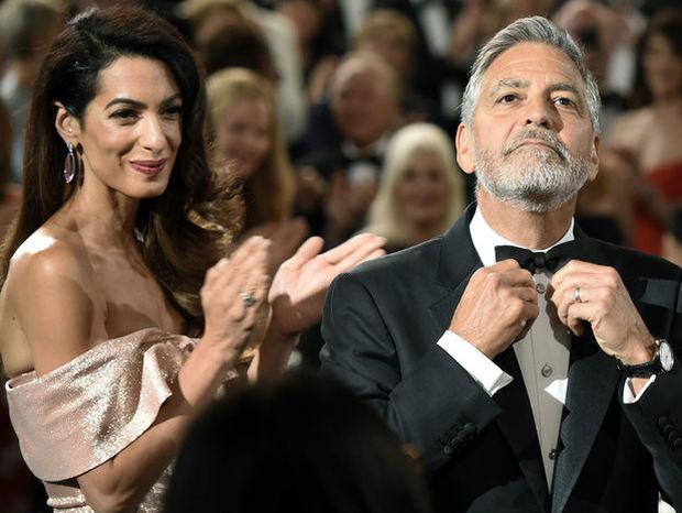 Η Amal Clooney μας δείχνει για πρώτη φορά τα διδυμάκια της
