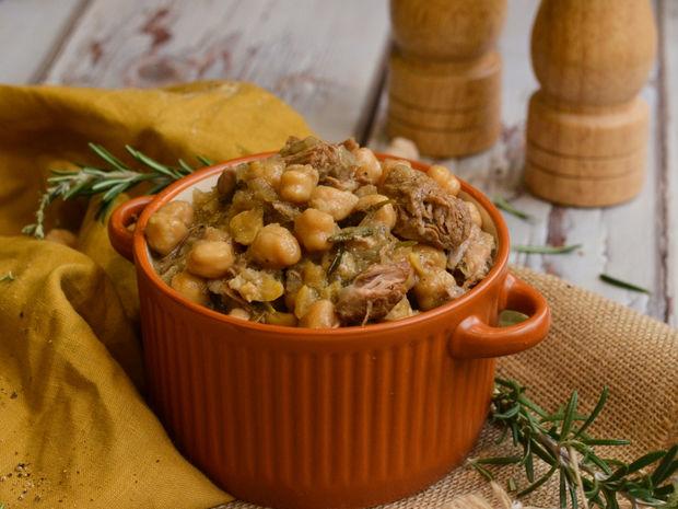 Ρεβίθια στο φούρνο με αρνί