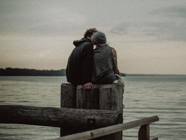 «Ερωτεύτηκα μικρότερό μου, ε και;». Γράφει η Δέσποινα Καμπούρη