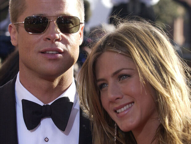 Ο Brad Pitt πήγε στο πάρτι γενεθλίων της Jennifer Aniston κι εμείς «ουρλιάζουμε»