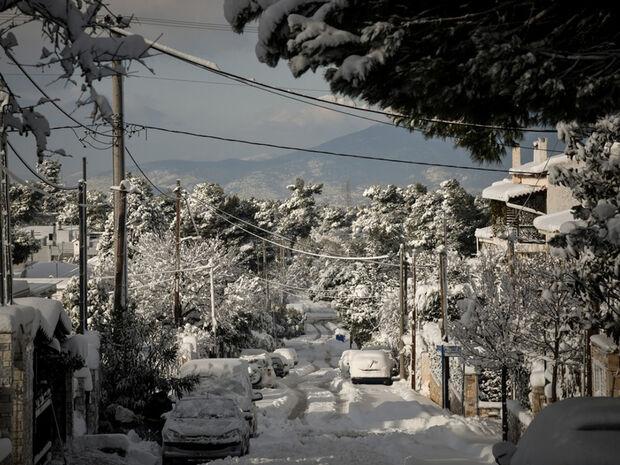Καιρός: Προ των πυλών «ιστορική» κακοκαιρία – Ο χιονιάς θα «σαρώσει» και την Αθήνα