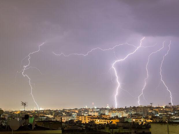 Καιρός - Προσοχή! Το Meteo προειδοποιεί για ισχυρή κακοκαιρία τις επόμενες ώρες - Πού θα «χτυπήσει»