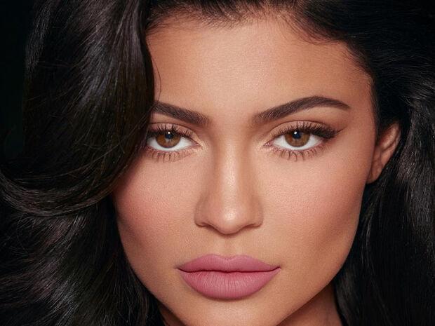 Το κόλπο για να έχεις τα χείλη της Kylie Jenner χωρίς να κάνεις πλαστική (+video)