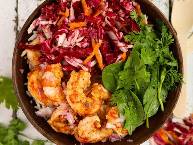 Ο Γιώργος Τσούλης προτείνει: Υγιεινό μπολ (Buddha bowl) με γαρίδες και λαχανικά